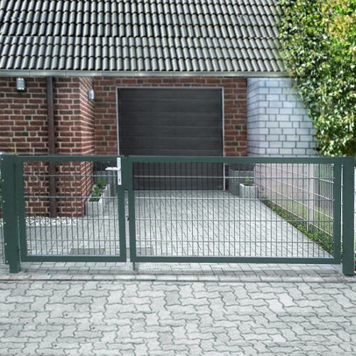 Elektrisches Einfahrtstor Basic (2-flügelig) asymmetrisch; Moosgrün RAL 6005; Breite 350cm x Höhe 140cm